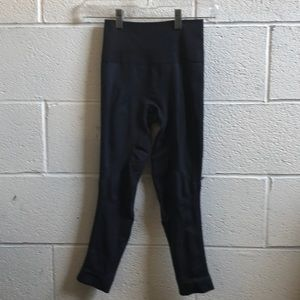Lululemon navy crop tight leggings sz 2 60387